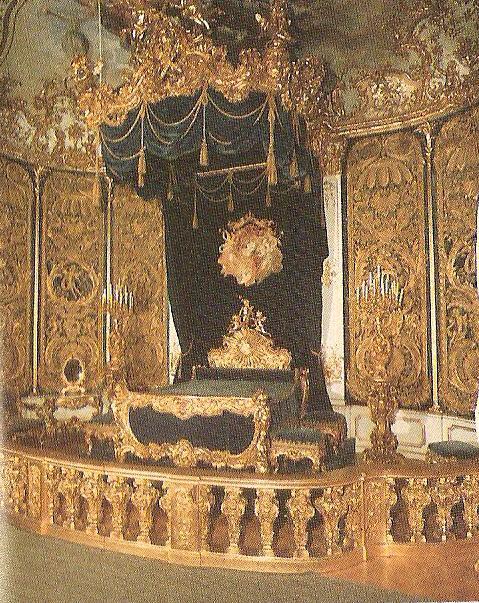 Η κρεβατοκάμαρα του Λουδοβίκου Β' της Βαυαρίας στο ανάκτορο Λίντερχοφ